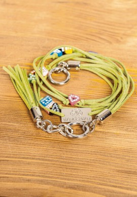 Bracciale in eco-pelle con charms