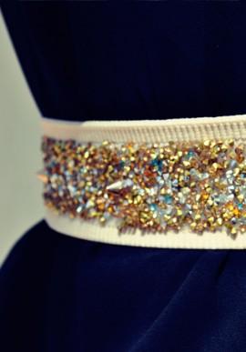 Cintura con base beige e cristalli oro argento