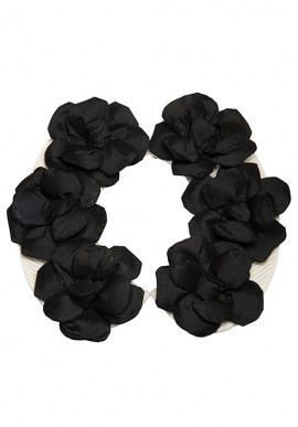 Collo con fiori neri
