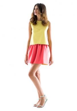 Short skirt with a high waist