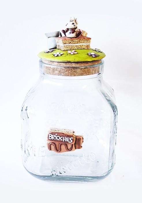Brioches vase + paper holden