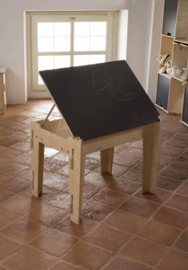 Tavolino con piano in lavagna